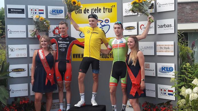Het podium in de ronde van Duizel, met Oscar van Wijk (2e), Gert-Jan Bosman (1e) en Robbert de Greef (3e).