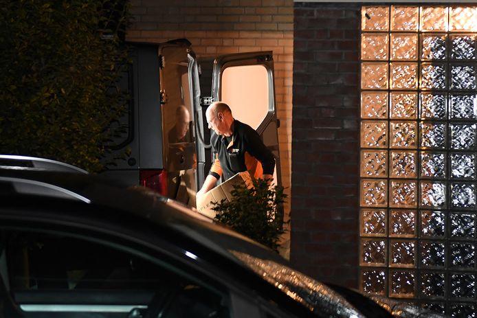 In een woning aan het Brakels Eng in Oeffelt werd woensdagavond door de politie bijna 300 kilo aan illegaal zwaar vuurwerk weggehaald.
