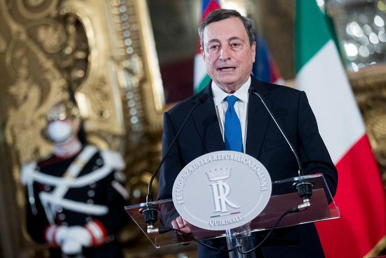 Draghi geeft een speech na zijn ontmoeting met de Italiaanse president. Beeld EPA
