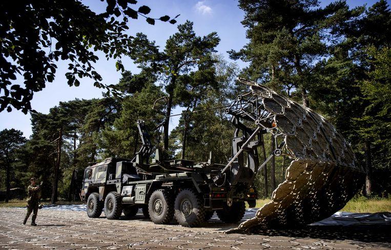 Defensie is begonnen met de opbouw van een noodopvang voor Afghaanse evacués in natuurgebied Heumensoord, tussen Nijmegen en Heumen. Beeld ANP