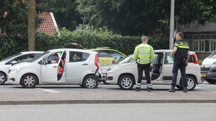 Bij de kopstaartbotsing raakte een bestuurder gewond.