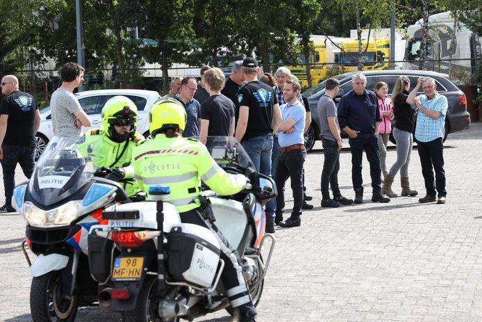Zo'n veertig boeren vertrokken woensdagochtend uit Zeeland en Schaijk.