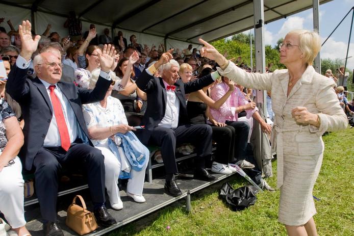 Agnes van Ardenne in 2011 bij opening Varend Corso bij Wollabrand.