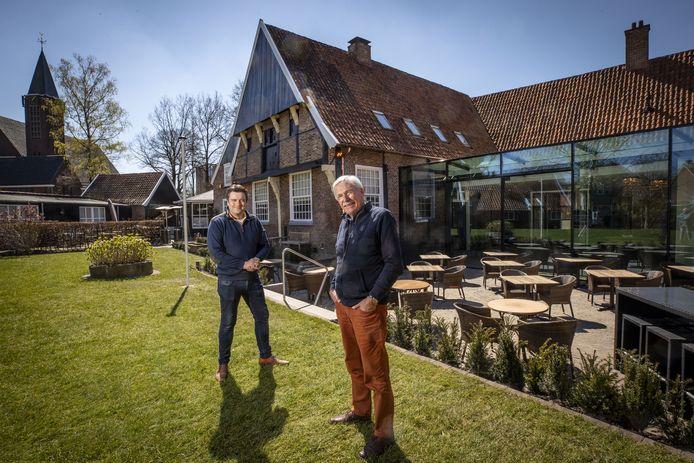 Bernard Luttikhuis (links) en Paul Deursen voor het JW Racer Huis.
