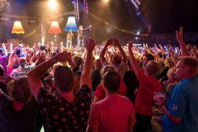 Organisator Eddie Mensink heeft er het volste vertrouwen in dat zijn Mega Piraten Festijn op 3 september in Oldebroek weer 'volle bak' wordt. Net als bij de editie in 2018 op deze foto.