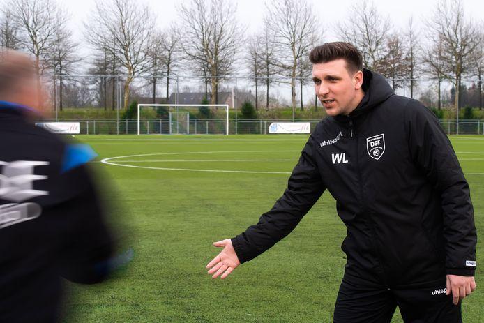 Willem Lambregts neemt na drie seizoenen afscheid als hoofdtrainer van DSE.
