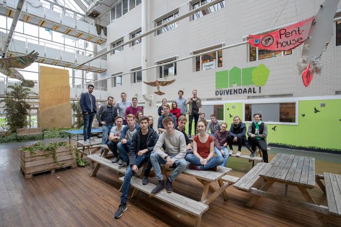 Studenten die in het voormalige bestuurscentrum Duivendaal van  Wageningen UR wonen zijn boos omdat ze na renovatie veel meer huur moeten gaan