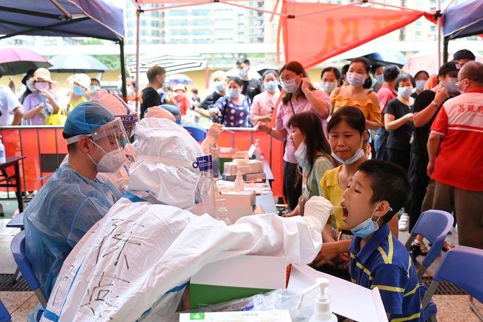 Inwoners van Guangzhou worden massaal getest op het coronavirus