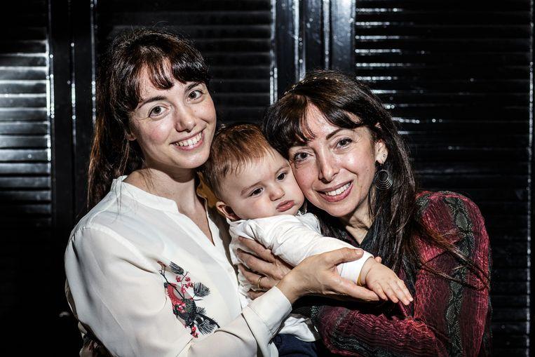 Nina: 'Mijn moeder weigerde de stekker eruit te trekken. Zij heeft haar dochter nooit opgegeven. Dat vergeet ik nooit.' Beeld Bob Van Mol