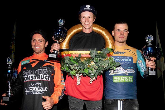 MCLB-kampioen Inters Open 500cc Wietse Brackman, omgeven door runner-ups David Segers en Tallon Verhelst.