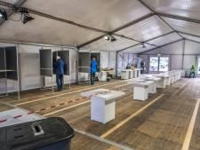 Nu ook uitslagen bekend in Cuijk waar hertelling nodig was op stembureau en Mill: 'Blijkbaar moest iemand nog op een knop drukken'