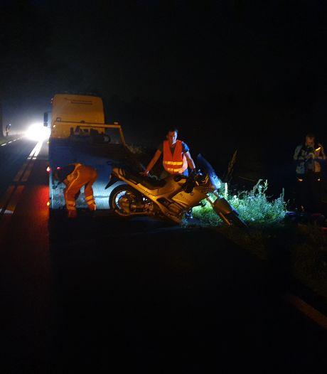 Automobilist rijdt door na aanrijding met motorrijder bij Klarenbeek