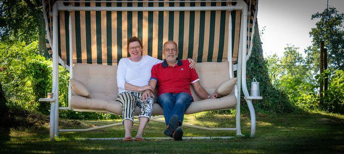"""De Bemmelse Angela van Reem en man Rob. Sinds een jaar runnen ze een grote B&B in Normandië. ,,We hebben erg veel moeite gedaan om onze droom te verwezenlijken."""""""