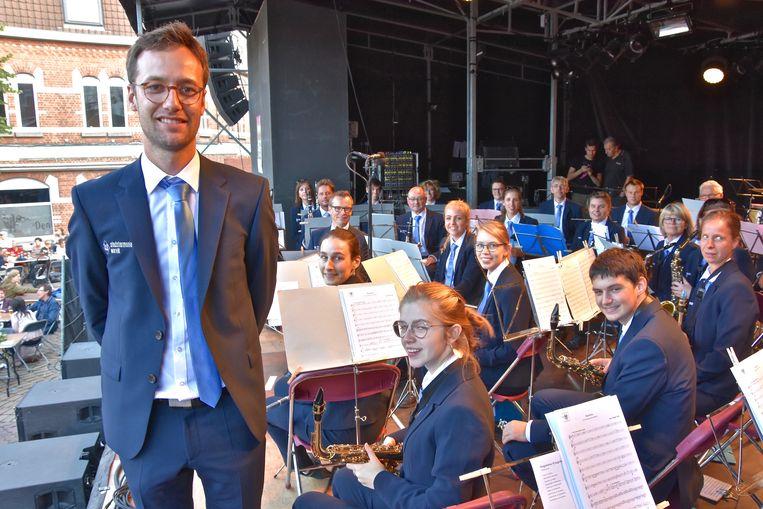 De Stadsharmonie Wervik in nieuwe outfit en met de nieuwe dirigent in augustus vorig jaar.