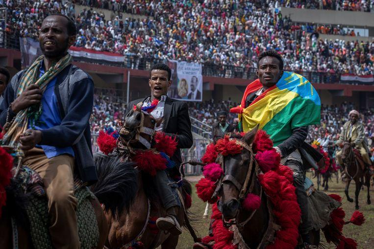 Manifestatie met paarden in de campagne van de Prosperity Party van premier Abiy Ahmed, die de bijeenkomst bijwoonde in de stad Jimma in de deelstaat Oromo, waar Abiy vandaan komt.  Beeld AP