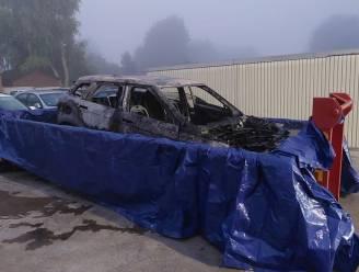 Hybride Range Rover Evoque volledig uitgebrand op E40 tussen Erpe-Mere en Aalst