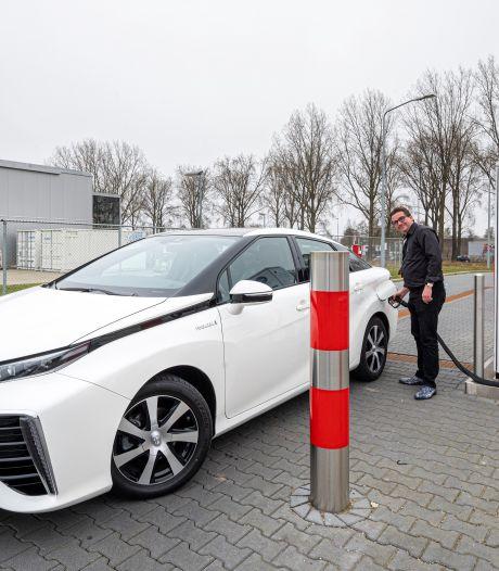 Wijchenaar Guido rijdt op waterstof en moet naar Arnhem om te tanken: 'Ach, ik rijd altijd graag langs het Gelredome'