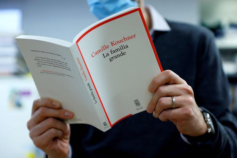 Op 7 januari verscheen het boek La familia grande, waarin juriste Camille Kouchner haar stiefvader, de bekende politicoloog Olivier Duhamel, beschuldigt van incestueuze handelingen met haar tweelingbroer. Beeld AFP
