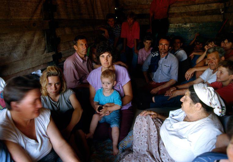 1992: een Bosnische familie ontvlucht Mostar in Bosnië en Herzegovina.  Beeld Sygma via Getty Images