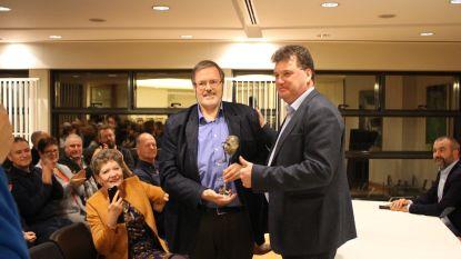 Werner Hillaert neemt trofee 'Meest Verdienstelijke Lokeraar' in ontvangst