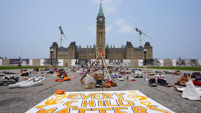 """Demonstranten eisen onderzoek naar """"culturele genocide"""" bij inheemse internaten in Canada"""