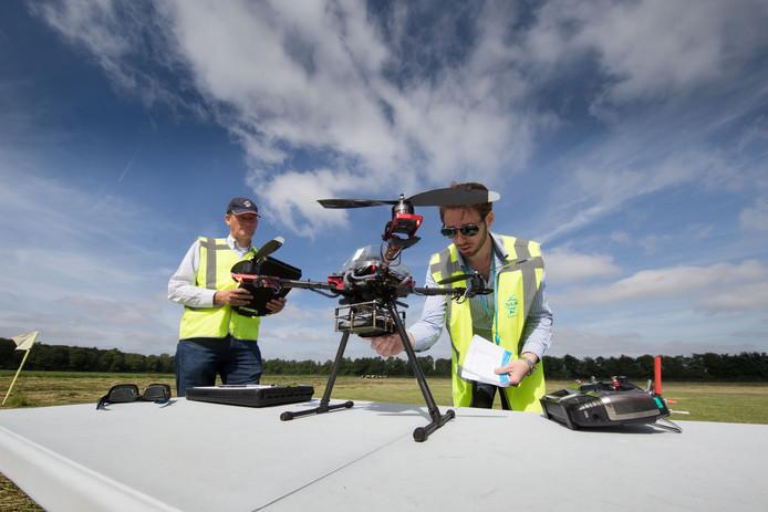 Een examen drone vliegen bij het Nederlands Lucht- en Ruimtevaartcentrum in Marknesse.