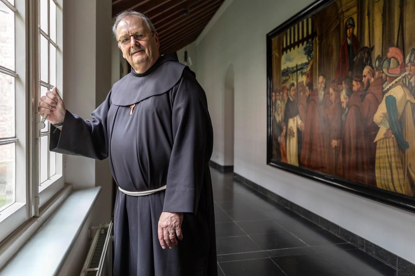 Overste Hans van Bemmel in het nieuwe Stadsklooster San Damiano in Den Bosch.