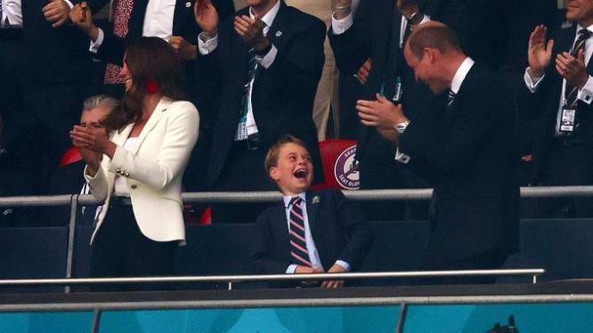 Prins George (7) verovert harten fans met vreugde op de tribune