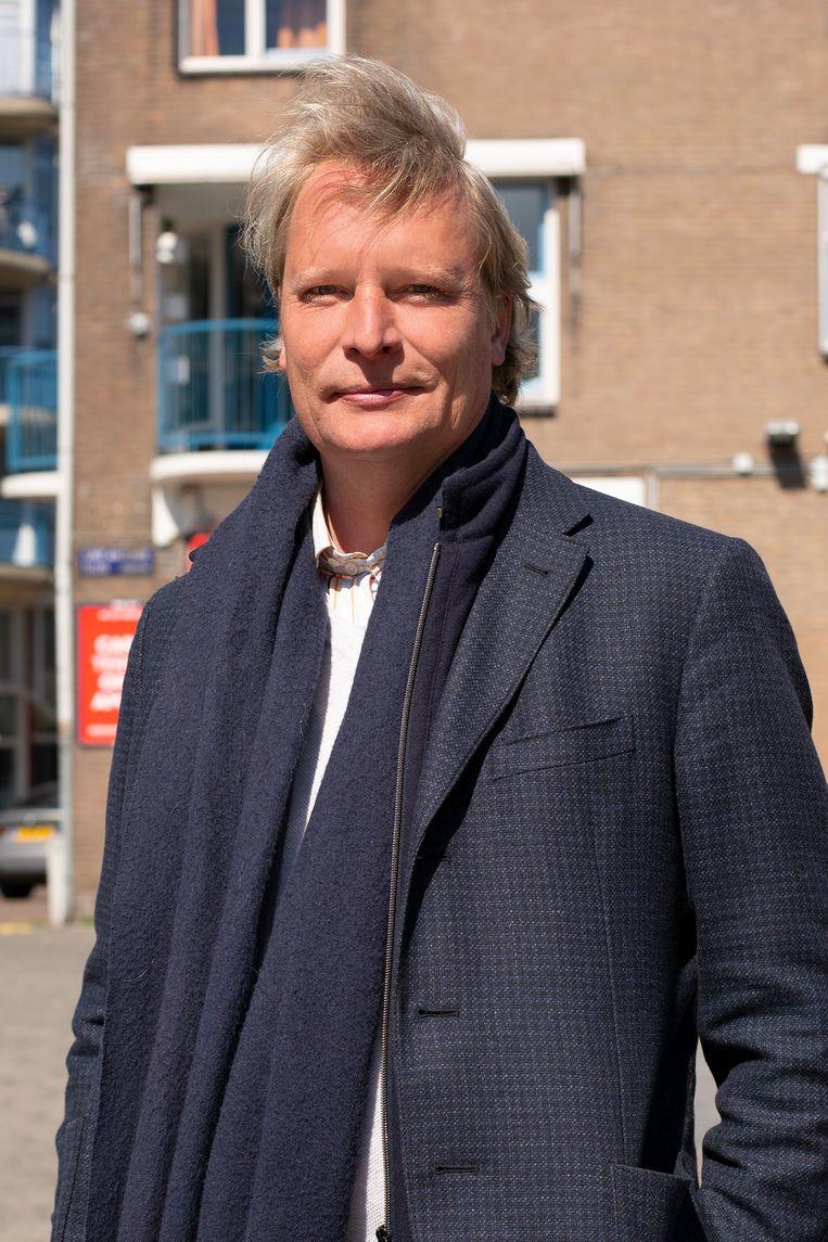 Huybert Teunissen (43): 'Als ik vanmiddag bij mijn stamkroeg kom, staat er al een vaasje voor me klaar.' Beeld Susanne Stange