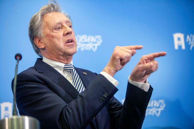 Ed Nijpels presenteert in Nieuwspoort het ontwerp klimaatakkoord. Beeld Maarten Hartman