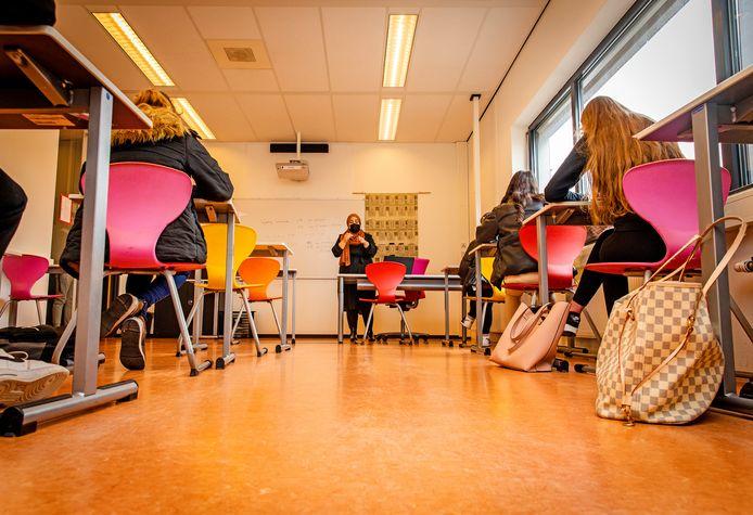 Leerlingen van het Da Vinci College in Dordrecht krijgen les.