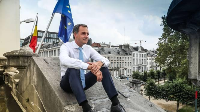 """INTERVIEW. Alexander De Croo na de blauwe en rode scudraketten: """"Ik heb liever een regering met een palmares dan een die alleen maar praatjes verkoopt"""""""