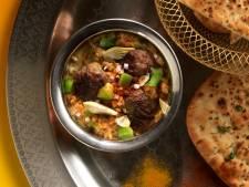 Wat Eten We Vandaag: Linzencurry met gehaktballetjes en naanbrood