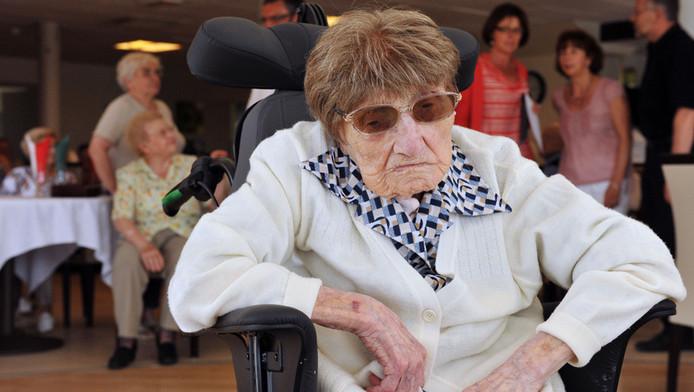 Marie-Thérèse Bardet, lors de son 114e anniversaire, sans doute le plus médiatisé.