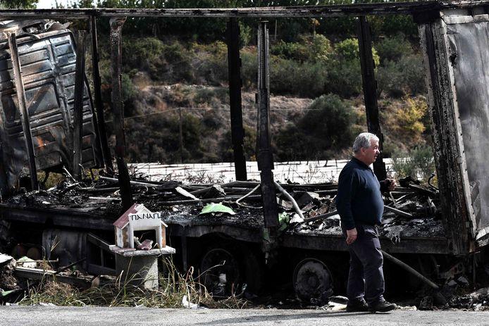 Gisteren verloren tien mensen, migranten en smokkelaars, het leven bij een auto-ongeluk in het noorden van Griekenland. De minibus waar ze in reden botste bij Kavala frontaal op een vrachtauto en vloog in brand.