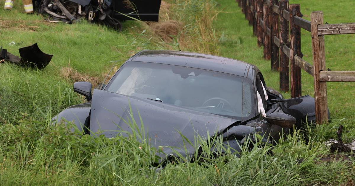 Porsche vernield bij aanrijding in Drunen: beide bestuurders gewond.