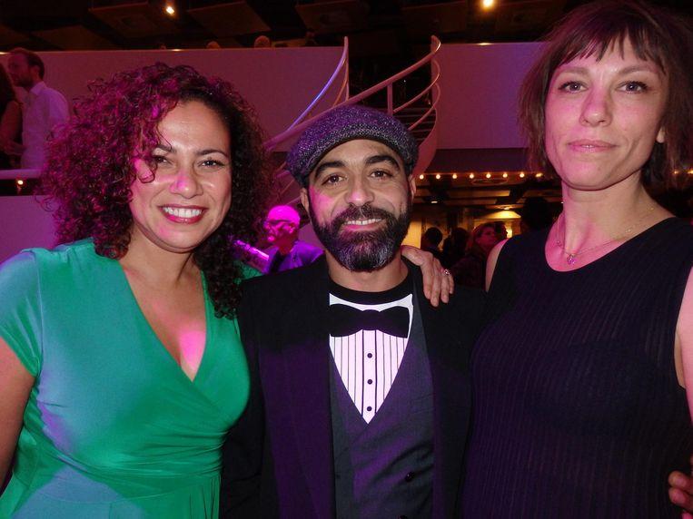 Esma Abouzahra en Mohammed Azaay, in de film vader en moeder van Layla M., en (rechts) Ties Schenk, ook regisseur, maar niet van deze film Beeld Schuim