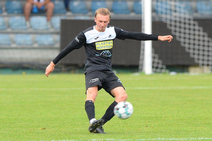 Voor een doorbraak op het hoogste niveau bij KV Kortrijk is het nog te vroeg voor Brice Verkerken (20), maar bij Aalst komt de centrale verdediger vol aan de bak.