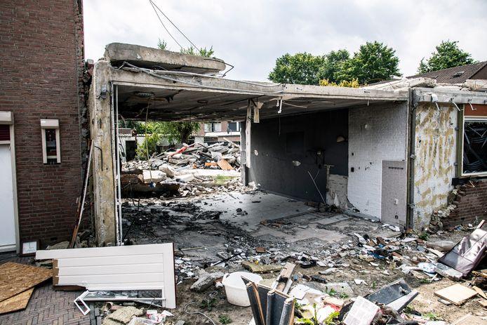Puinhopen na gasexplosie in de Nijmeegse wijk Hillekensacker.
