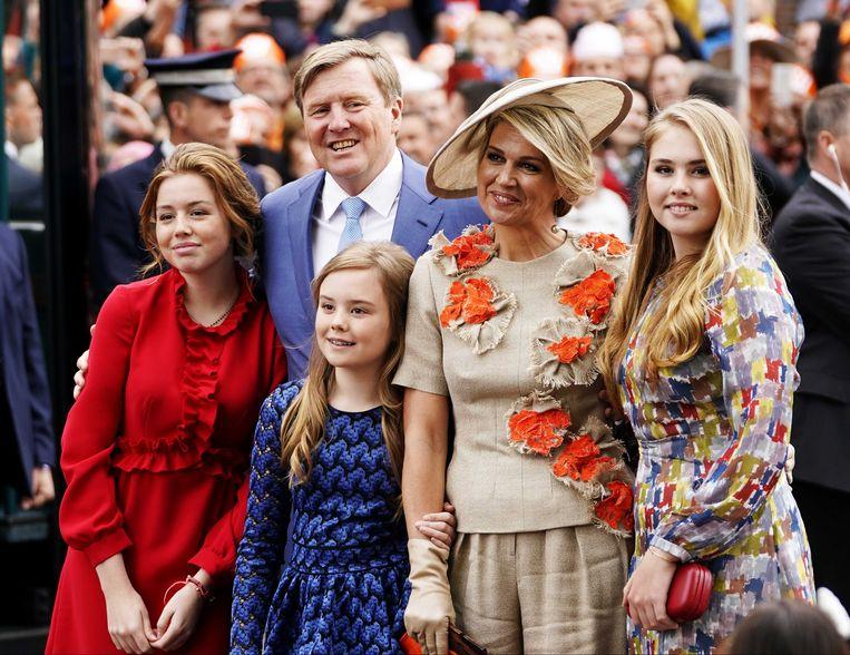 Koning Willem-Alexander, koningin Maxima en de prinsessen Amalia, Alexia en Ariane tijdens Koningsdag 2019 in Amersfoort. Beeld ANP