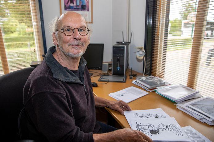 Bob Bruns met illustraties voor bij zijn verhaaltjes.