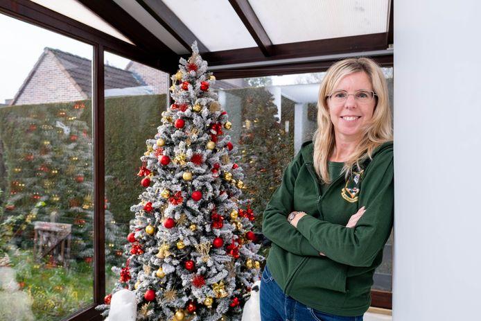 BRANST Veerle De Rijbel levert en versiert kerstbomen bij klanten thuis of in bedrijven
