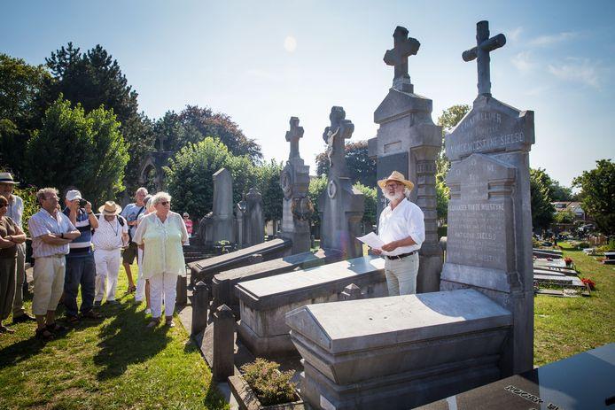 Het graf van Karel Van De Woestijne.