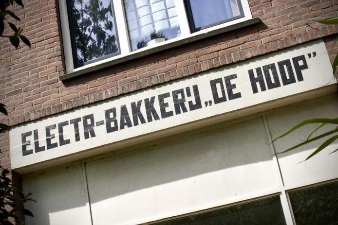 Minutieus gereconstrueerd: de gevelreclame van bakker Bor aan de Koninginnelaan. foto Merijn Koelink/De Gelderlander