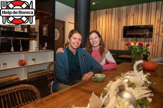 Cindy en dochter Jana in de nieuwe Koffiebar Bon Caffee.