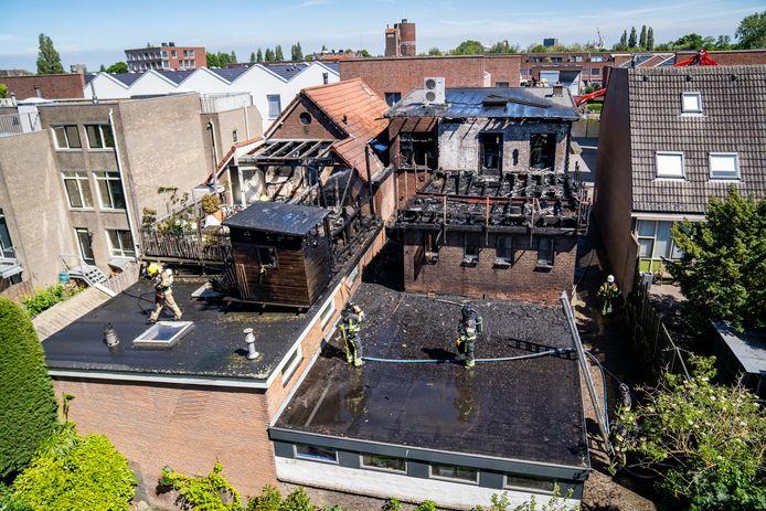 Er woedde woensdagmiddag brand op een dakterras van een woning in Vlaardingen.