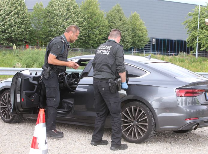 De douane controleert ook in Den Bosch.