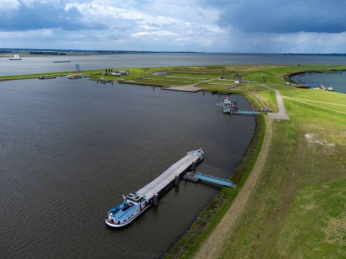 Schip Imatra kwam vrijdag aan in het Ketelmeer.