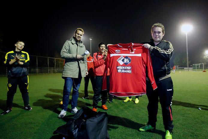 Het G-team van DVSU werd verrast door een actie van 3FM-dj Wijnand Speelman met nieuwe wedstrijdshirts voor het hele team.