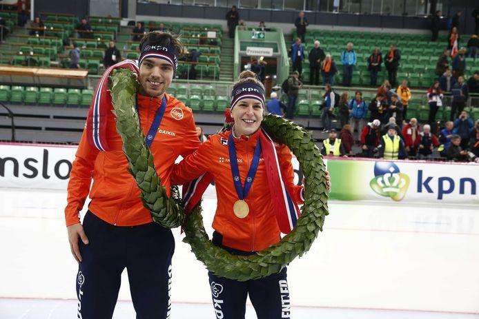 Ireen Wüst en Patrick Roest na hun eindzeges bij de WK allround in Hamar, Noorwegen.